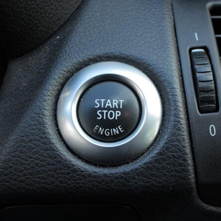 Startknopf eines Autos