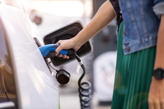La electricidad utilizada para la recarga también juega un papel importante a la hora de considerar el balance medioambiental de los coches eléctricos