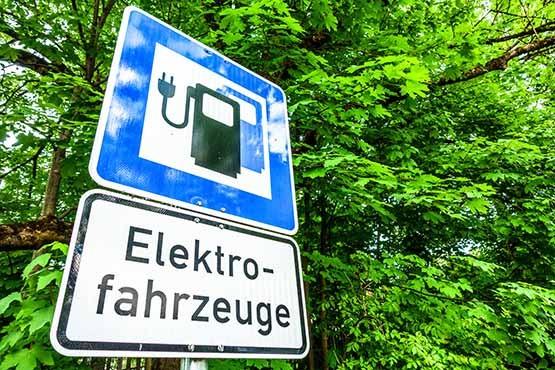 Elektroautos fahren emissionsfrei, sind jedoch in ihrer Herstellung nicht CO2-neutral