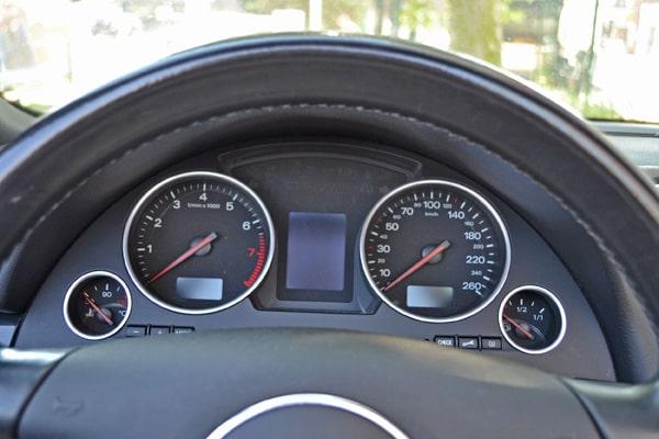 Audi-2.4-Cockpit